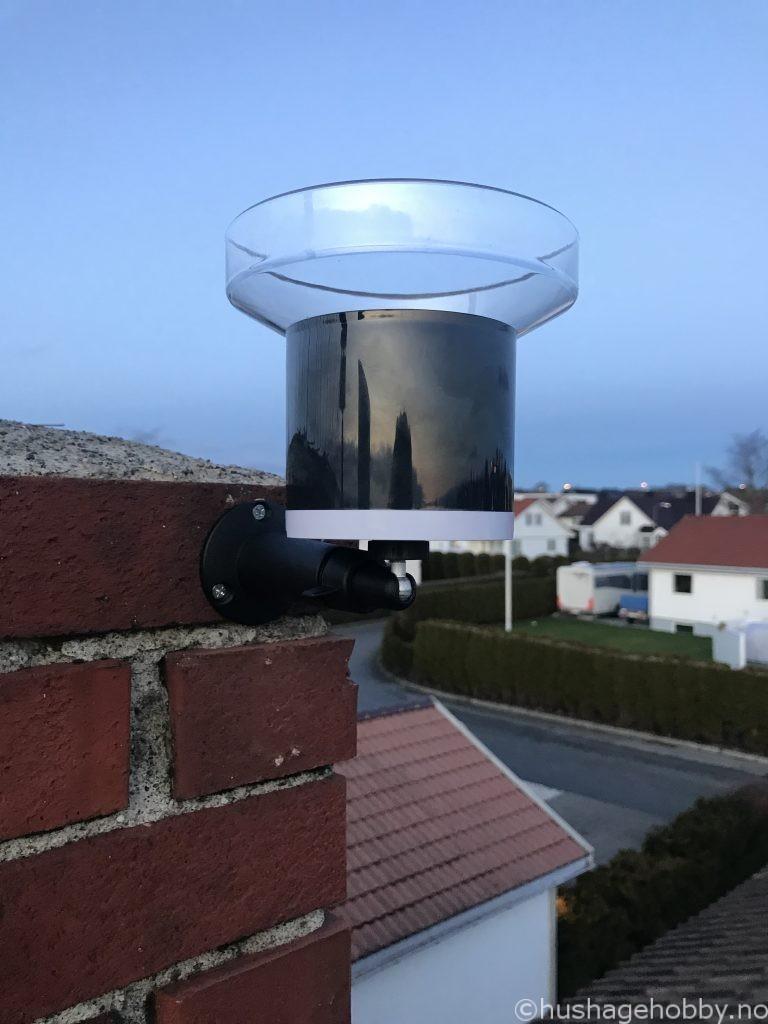 Netatmo Regnsensor installert på pipe