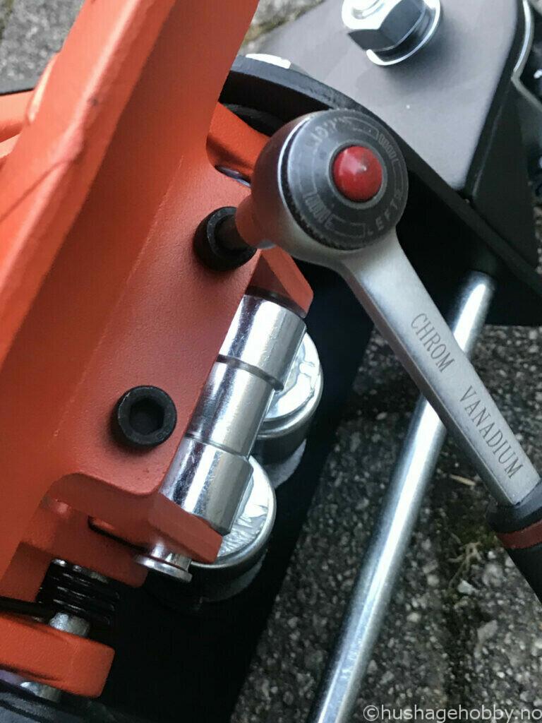 Fotpumpe monteres på garasjekk